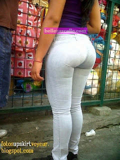 linda chica nalgona jeans apretados