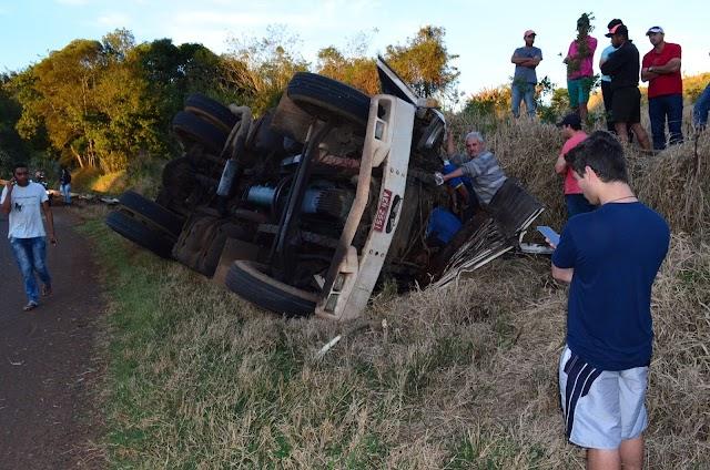 Grave acidente com carreta na Curva do Açúcar na Vassílio Boiko em Roncador