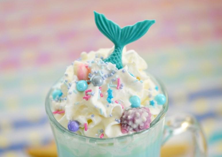 Blue Mermaid Hot Chocolate #kidfriendly #drinks
