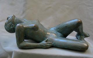 Femme nue allongée, style figuratif