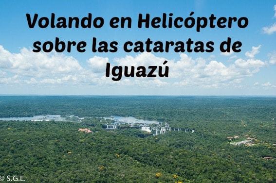 Volando en helicoptero sobre las cataratas de Iguazu