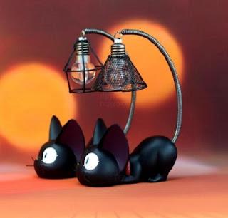 svetilnik-chernyj-kot
