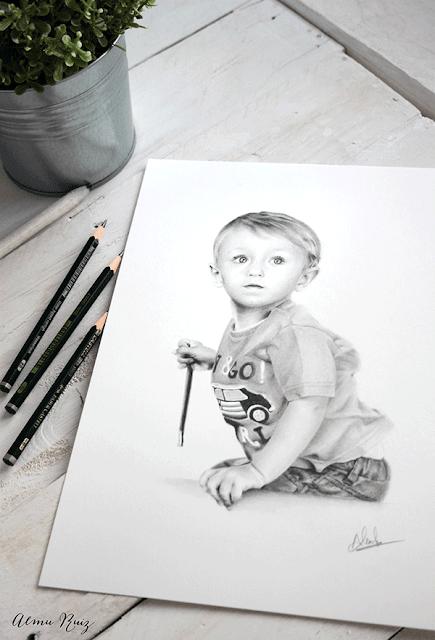 Retrato infantil dibujado a lápiz