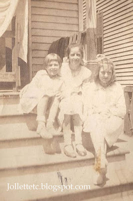 Grace Christian, Julia Walsh, Elmira Christian about 1917-1918 http://jollettetc.blogspot.com