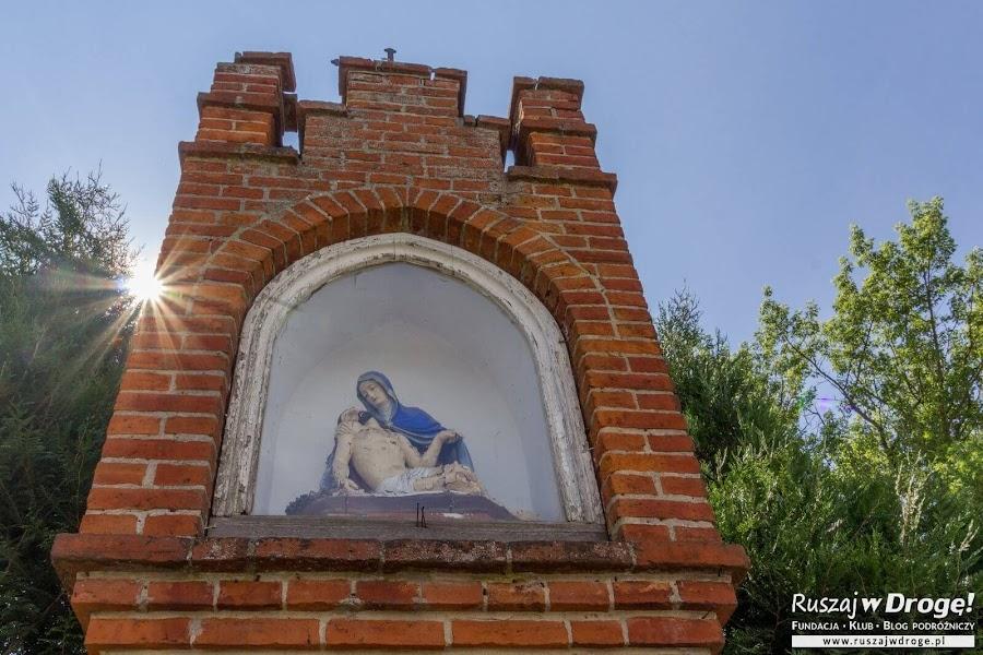 Kapliczka w centrum Gietrzwałdu