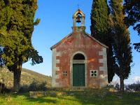 Crkvica Presvetog Trojstva, Nerežišća, otok Brač slike