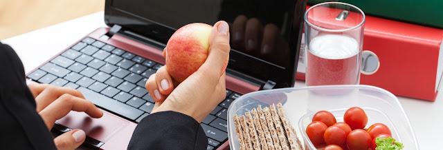 Alimentos saudáveis para comer durante a jornada de trabalho