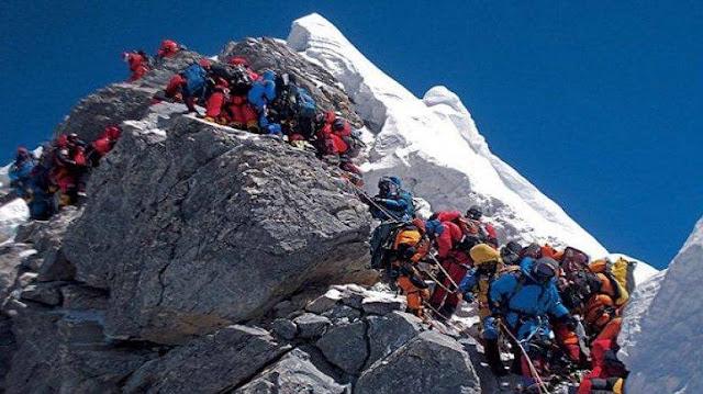 momen ini dapat ditemukan ketika jadwal padat mendaki gunung everest