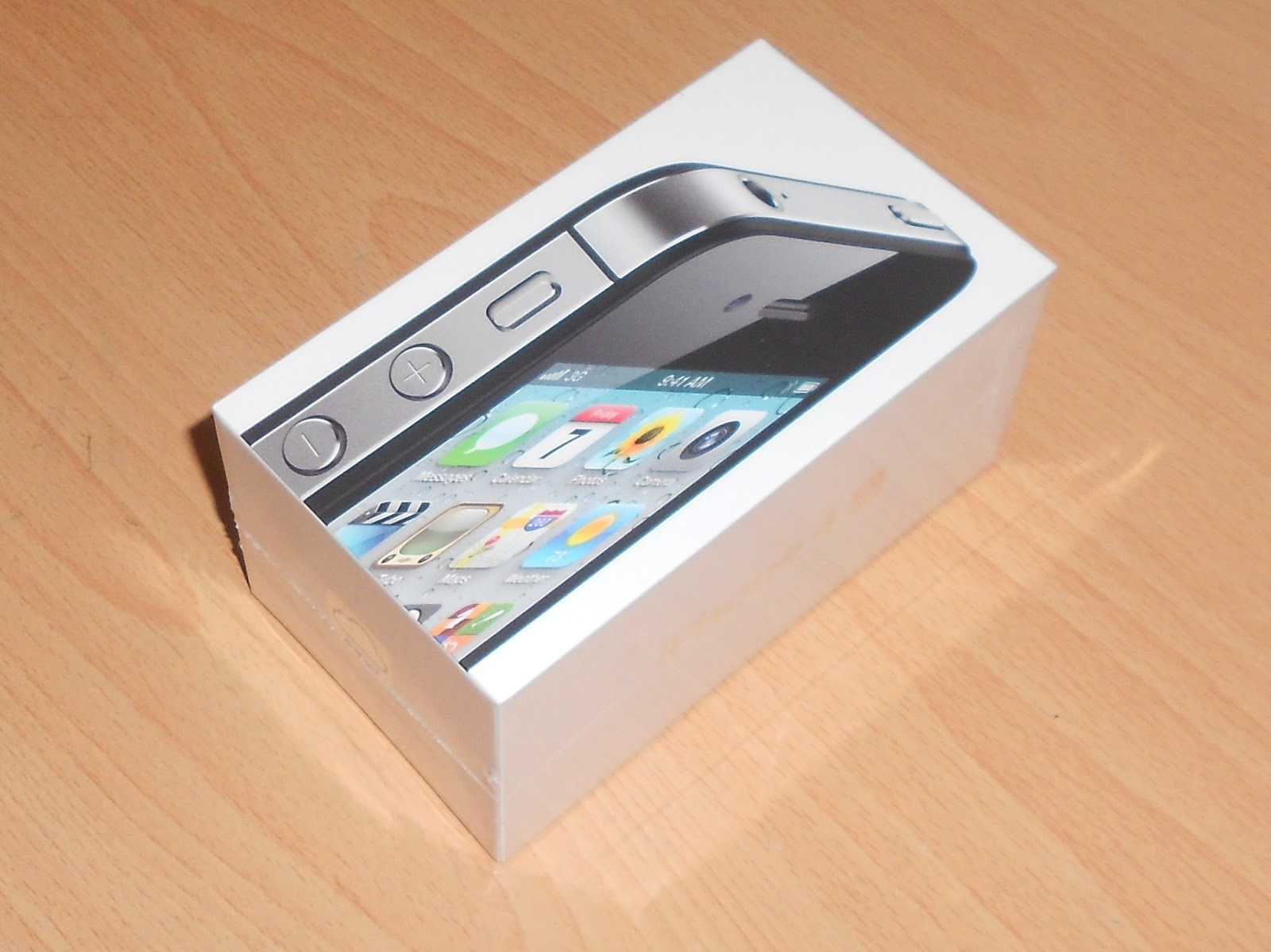 what comes with iphone 4s in box