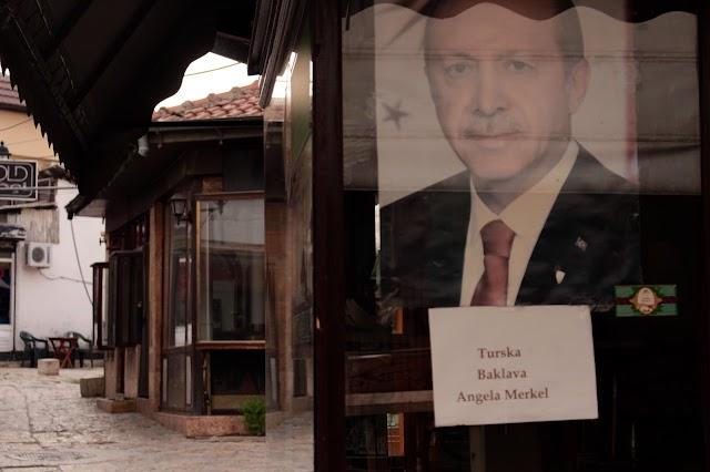 Bild des Tages - Türkische Baklava Angela Merkel in Skopje