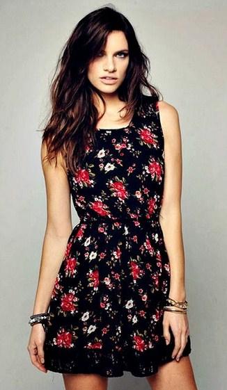 Vestido de flores con fondo negro