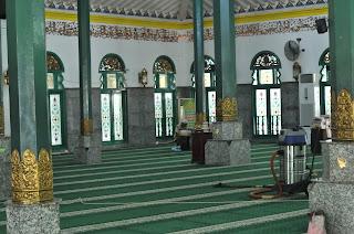 Bangunan utama masjid agung palembang