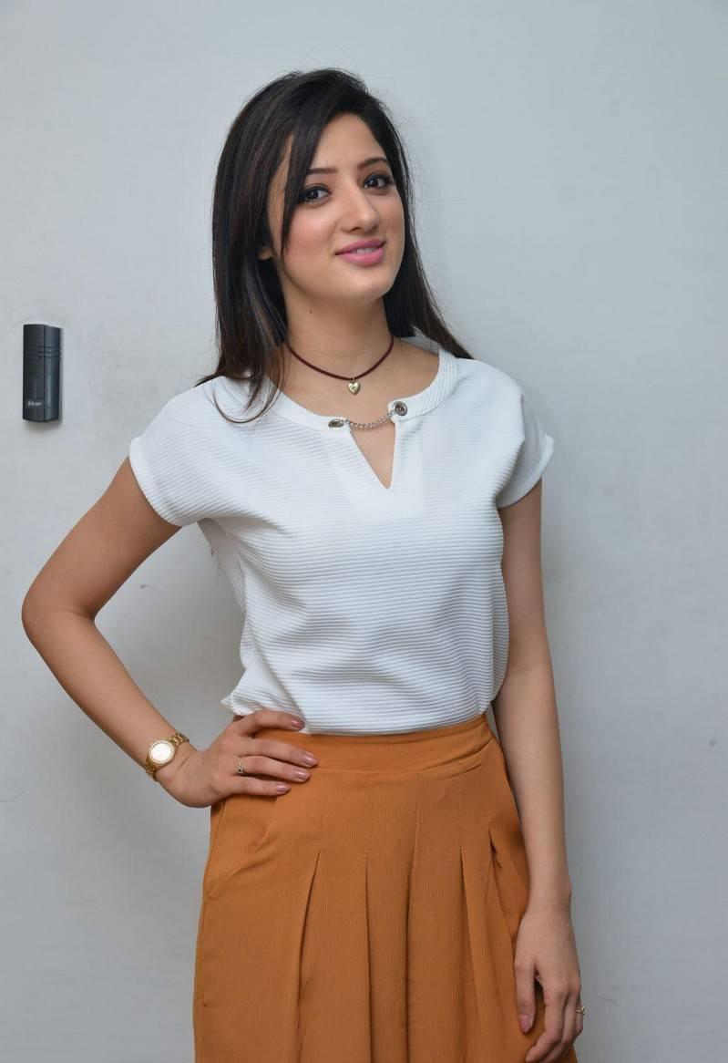 Richa Panai Stills At Eedu Gold Ehe Promotions in Radio City 91.1