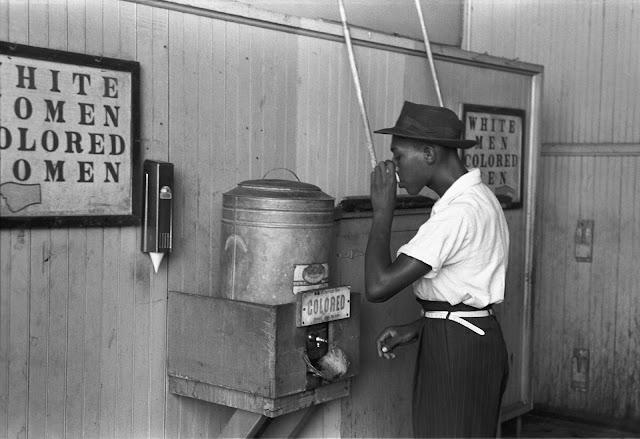 imagen de racismo en los Estados Unidos  contra los negros afroamericano