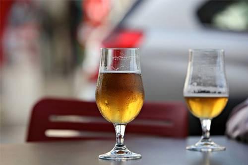 Beber cerveja pode estimular clareza mental