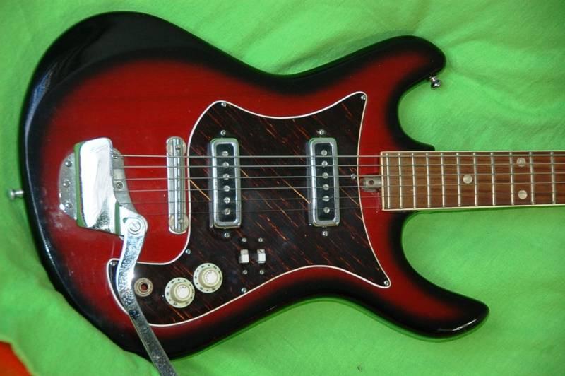 canadian vintage guitar hunt vintage 70 39 s saturn electric guitar. Black Bedroom Furniture Sets. Home Design Ideas