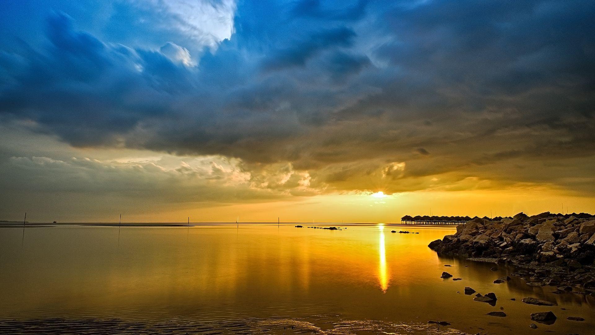 Lindo Cu Azul E Oceano Dourado Papel De Parede Grtis