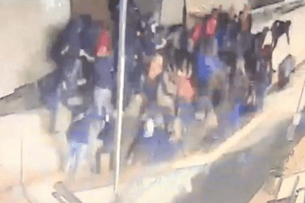 Polisi bantah selasar BEI runtuh karena kerumunan mahasiswa selfie