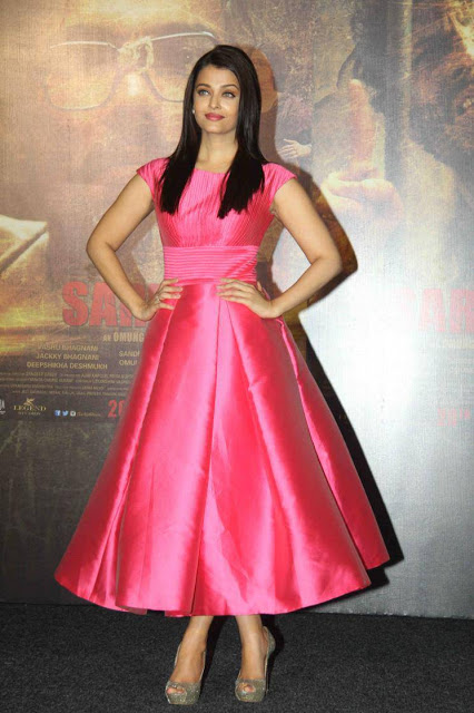 Aishwarya Rai Looked Pretty in Pink Aiisha Ramadan Dress