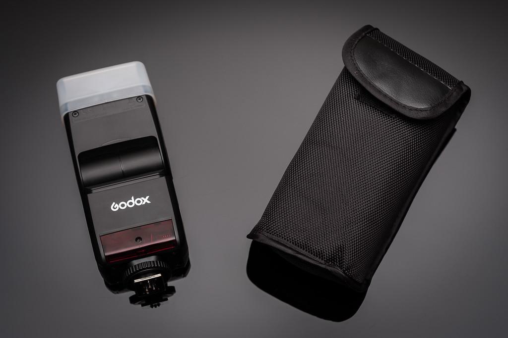 Godox TT350-F и чехол для нее