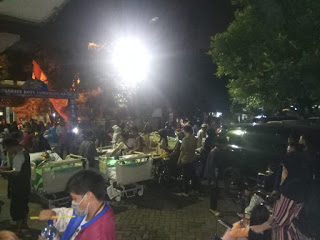 RSUD Kota Tangerang Terbakar Sementara Fasien Di Evakuasi Didepan Kantor Kelurahan Kelapa Indah