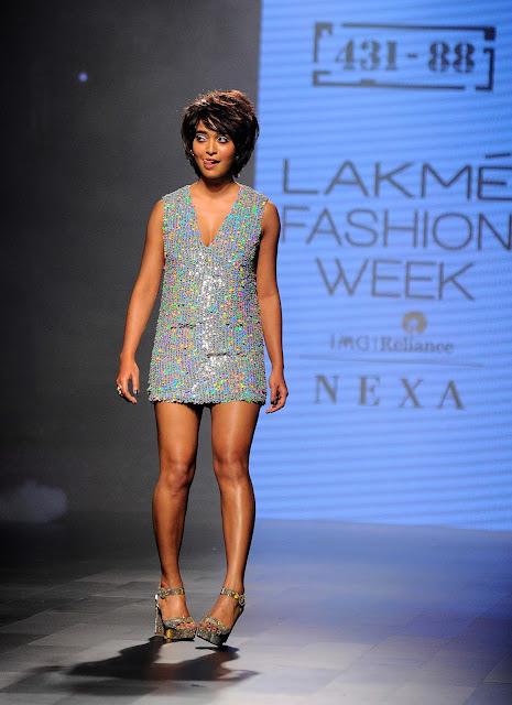 Sayani Gupta at Lakme Fashion Week Hot Photos 2017