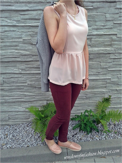 Pikowane wdzianko, bluzka z baskinką i zodobami, różowe złoto,