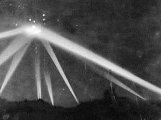 Metraje original del avistamiento OVNI 'La batalla de Los Ángeles' - 1942