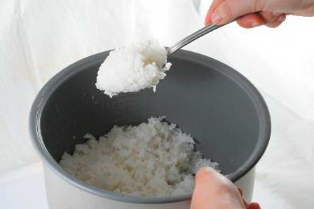 Mẹo giữ cơm nguội lâu bị thiu