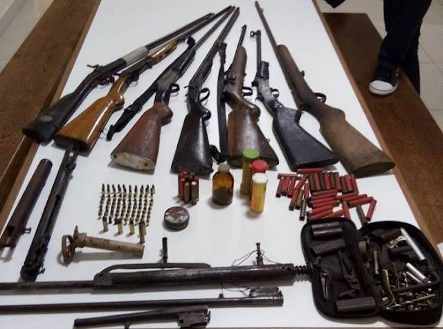 PM apreende armas e munições de caças em Afonso Cláudio