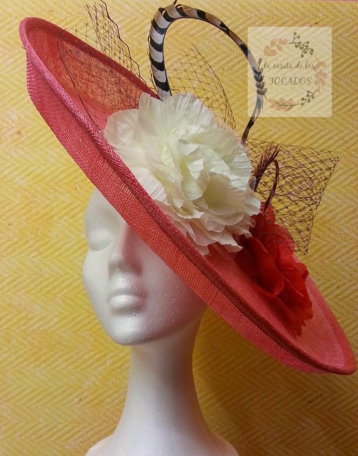 pamela en color coral con plumas y velo para boda de mañana realizado por encargo