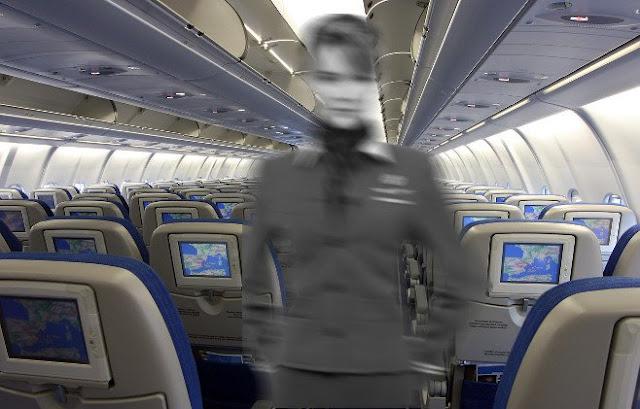 Un espectro acosa al avión abandonado