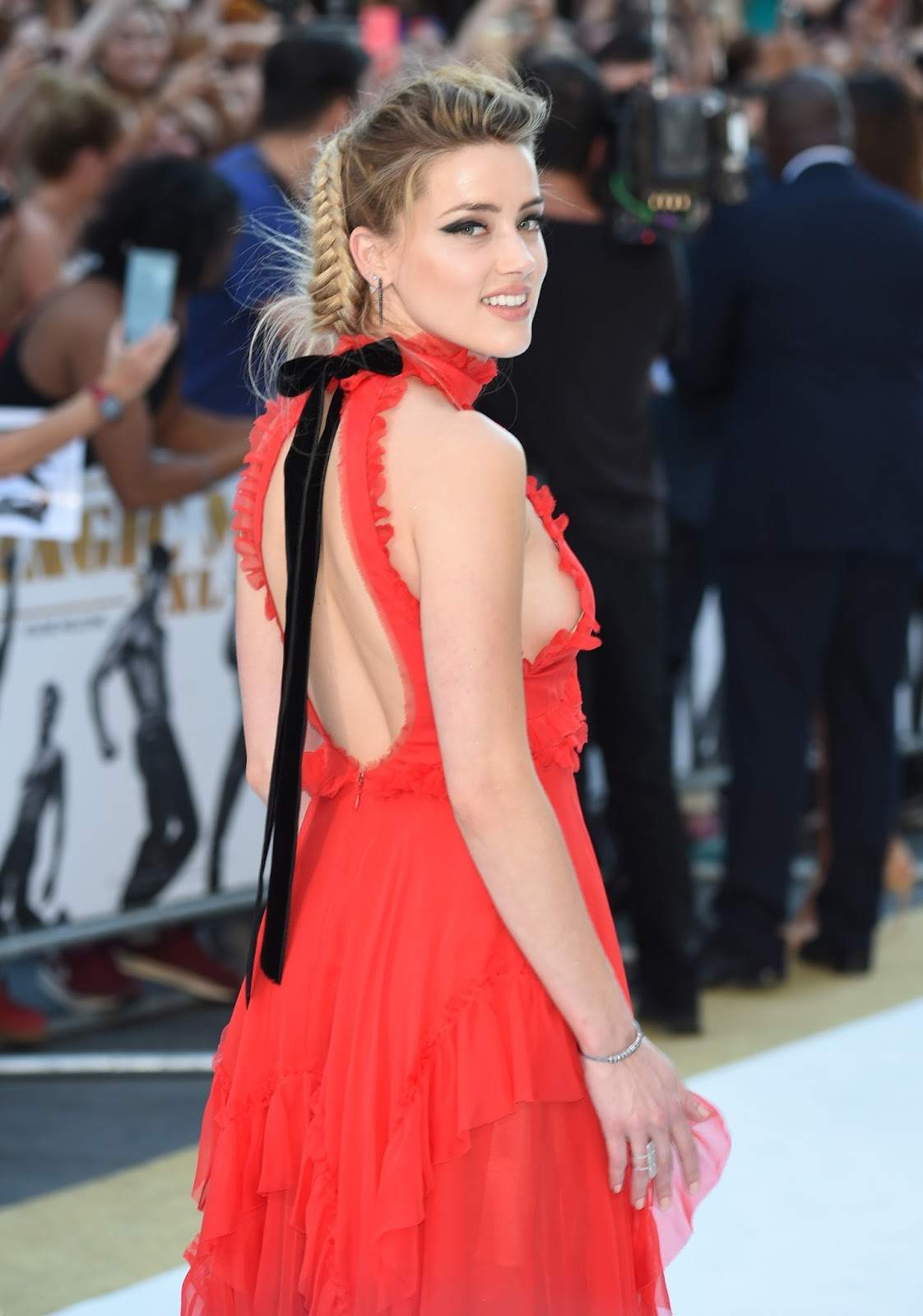Amber Heard displayed plenty of sideboob at the Magic Mike XXL London premiere on Tuesday evening, at Leicester Square