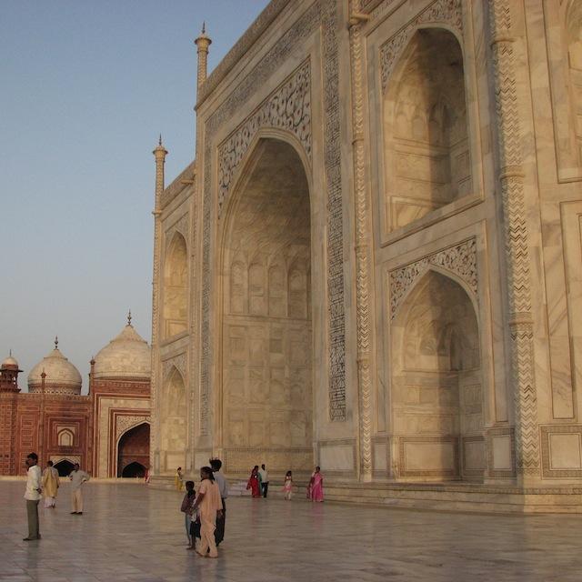 Taj Mahal Intiassa, kuvattuna kompaktikameralla vuonna 2007