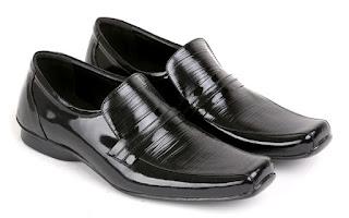 Sepatu Kerja Pria Model Mengkilat L 140