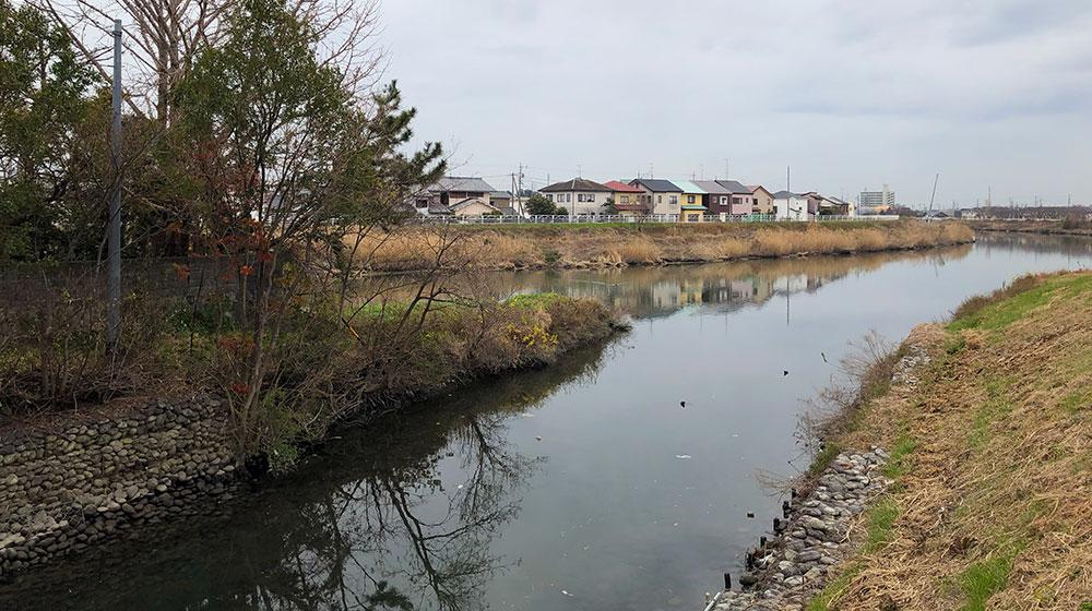 現在の馬込川と新川の合流点を新川上流の浅田橋上から見る(2019年1月12日撮影)