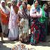 देशी शराब के ठेके पर महिलाओं ने किया जमकर हंगामा