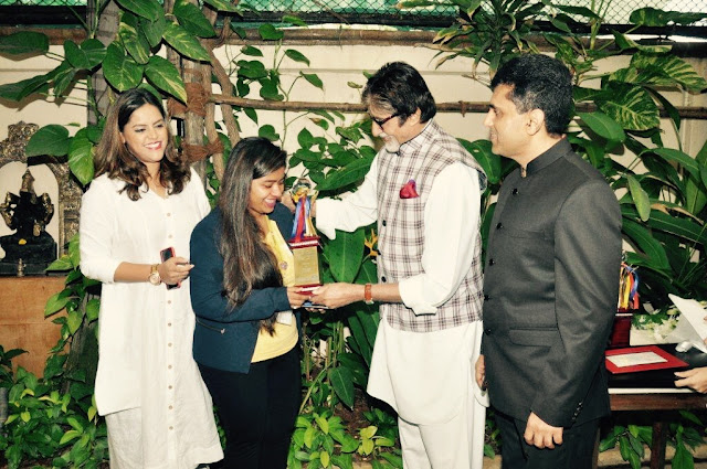 Shraddha Thorat while recieving the scholarship from Mr. Amitabh Bachchan
