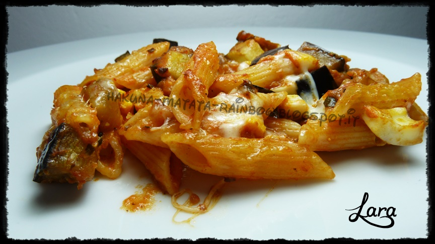 http://cucinaconlara.blogspot.it/2014/10/pasta-ncasciata.html