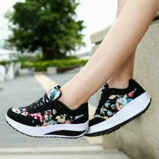 Sepatu wanita sport