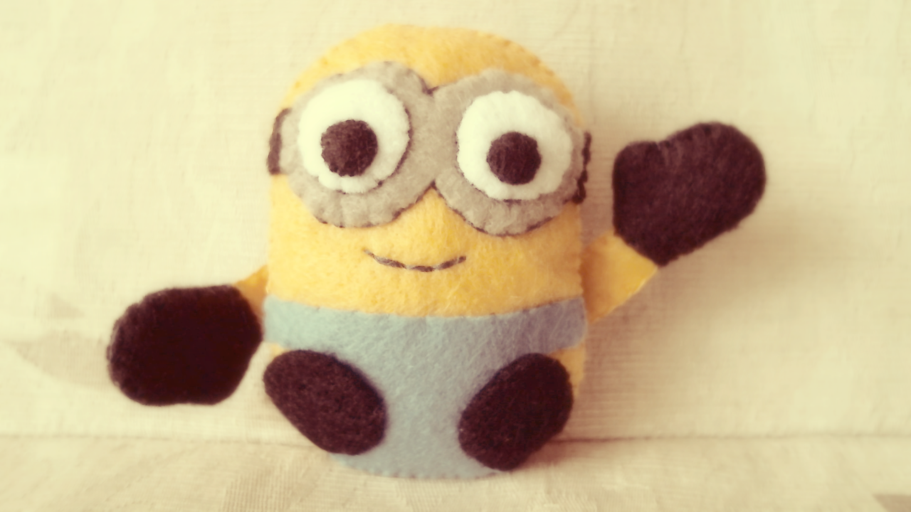Despicable me 2 minion plushie tutorial hapy friends for Felt plushie templates