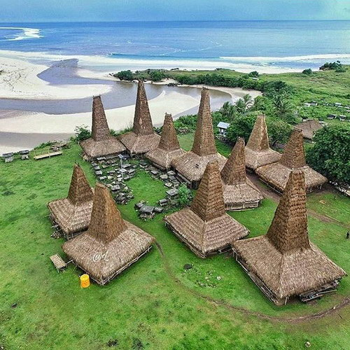 Tinuku Travel Ratenggaro Village lined stone tombs and houses on stilts tower 15 meters on seafront