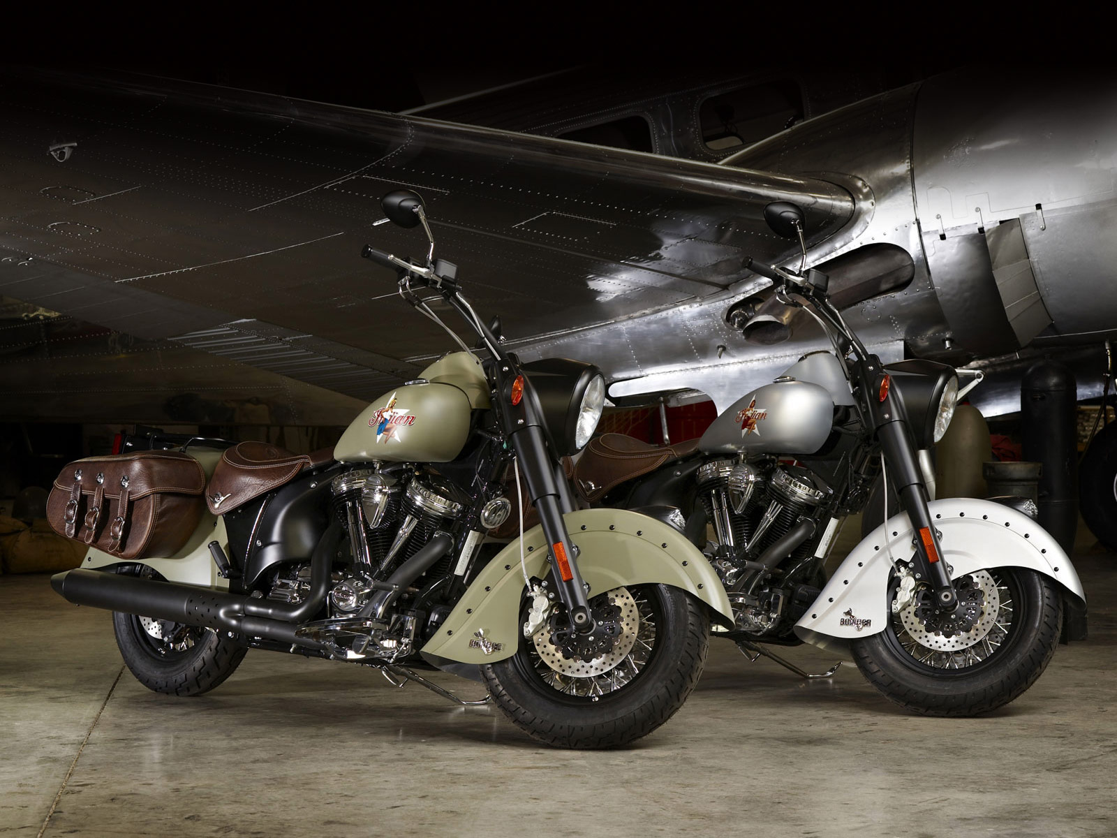 Indian Motorcycles: INDIAN Motorcycle. 2010 Chief Bomber LE Desktop Wallpapers