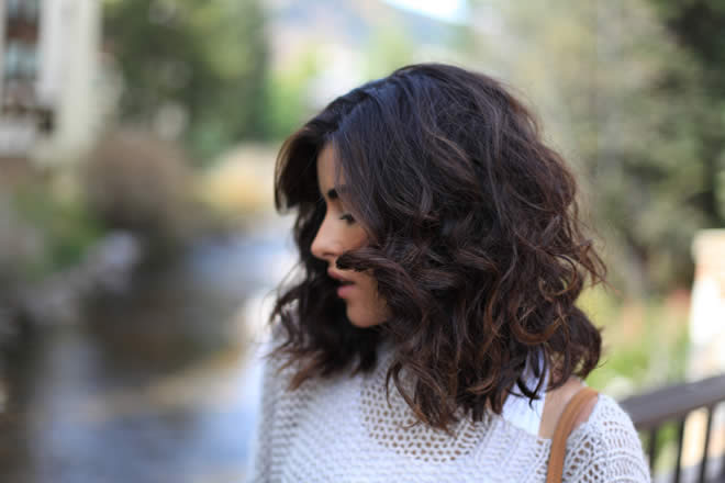 Hair Styles, Women's Fashion, Women's Trends, Beauty And Style Beauty Tips Beauty Treatment Spring Fashion Trends Women Hair Fashion Girls Should Make Curly Hair Beautiful and Frizz Free in Spring Fashion