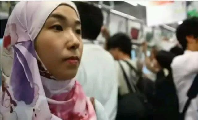 Merasakan Indahnya Akhlak Umat Islam, Gadis Jepang ini dengan Bannga Masuk Islam