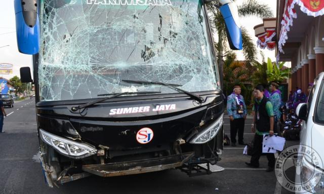 Terlibat Tabrakan Beruntun, Tiga Bus Pengangkut Jamaah Haji Rusak Parah