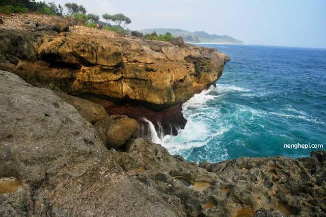 Pantai Kedung Tumpang, Tulungagung: Tabik dari Kolam Renang Alami, Kolam Para Bidadari