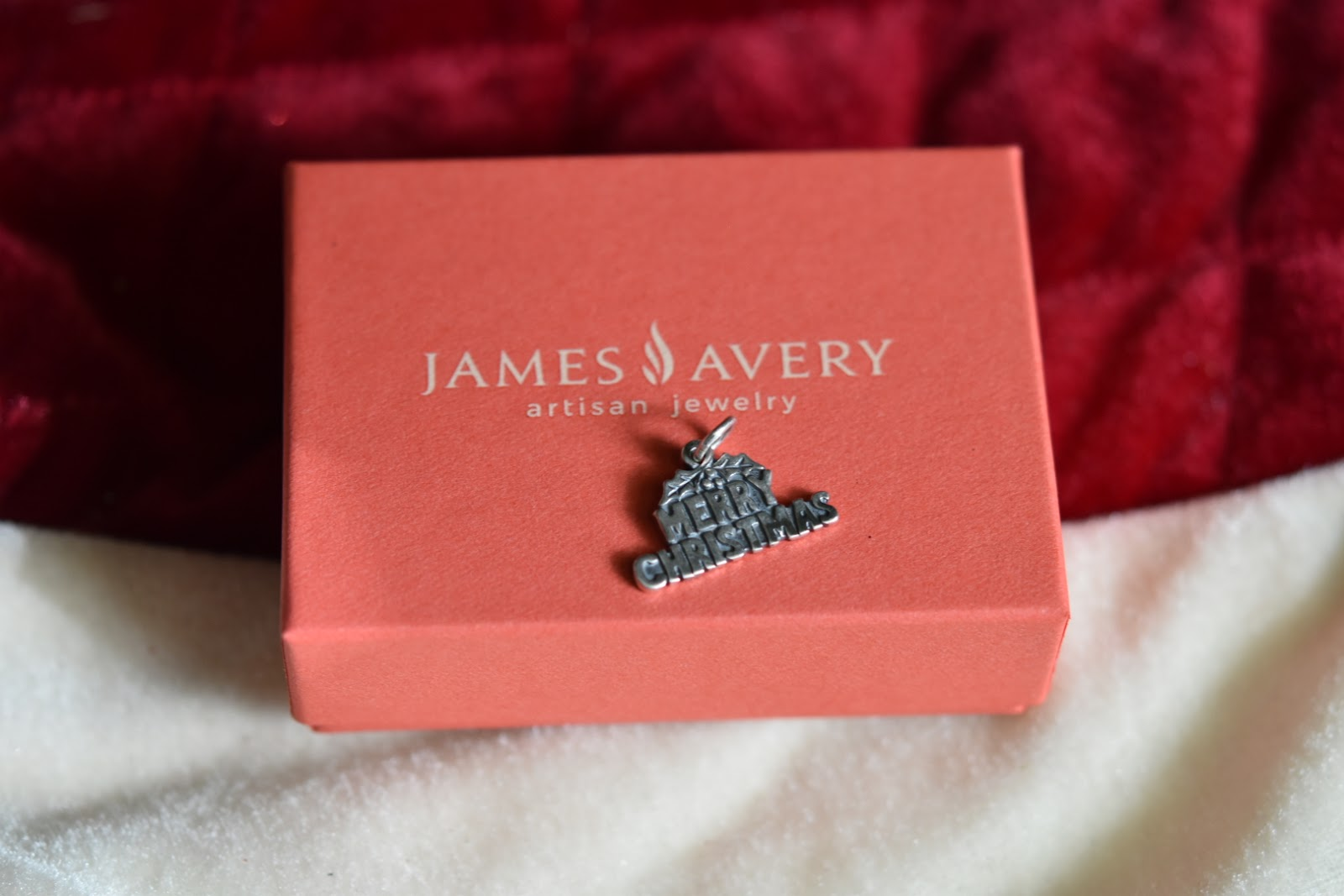 Our Holiday Traditions: James Avery Artisan Jewelry Charm Giveaway Ends 12/11   via  www.productreviewmom.com
