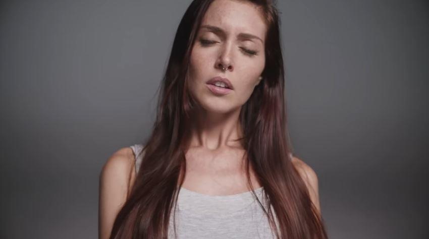 Canzone HoMedics pubblicità con ragazza dai capelli rossi che simula un orgasmo - Musica spot Novembre 2016