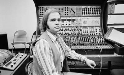 ussachevsky thesis 2 concepção das obras, tais escolas são a base da música eletroacústica, em que a maneira de trabalhar com o som, elaborada e executada diretamente através de.